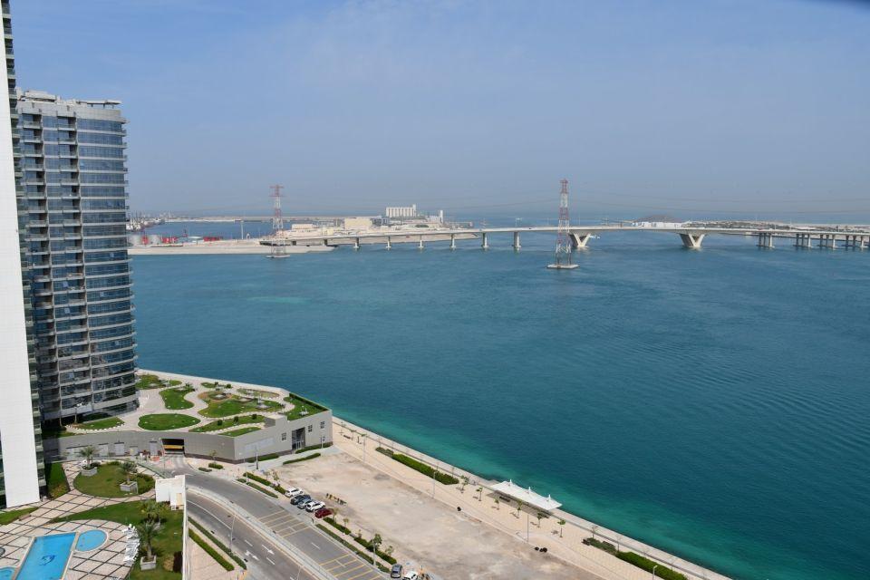 شاهد شقق أزيور الفاخرة على الواجهة البحرية في جزيرة الريم