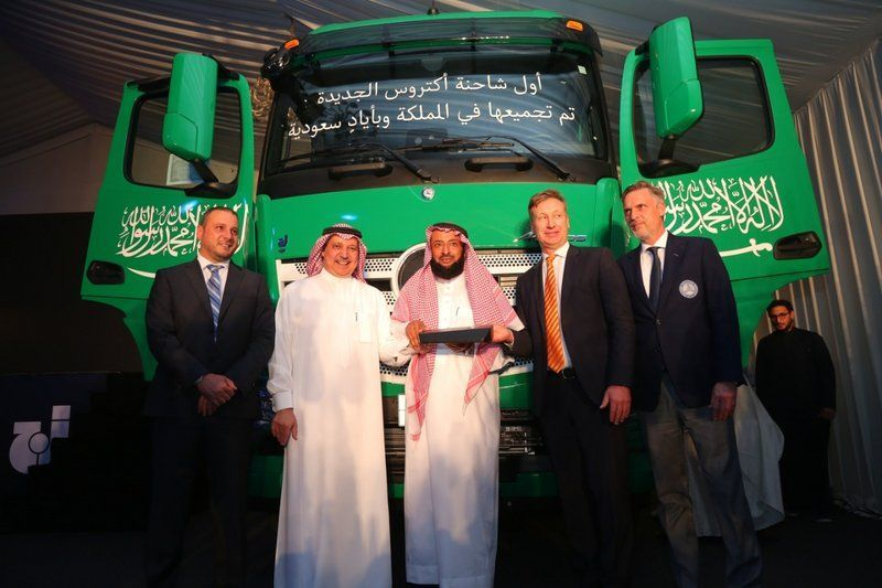إنتاج أول شاحنة مرسيدس- بنز أكتروس بأيدٍ سعودية