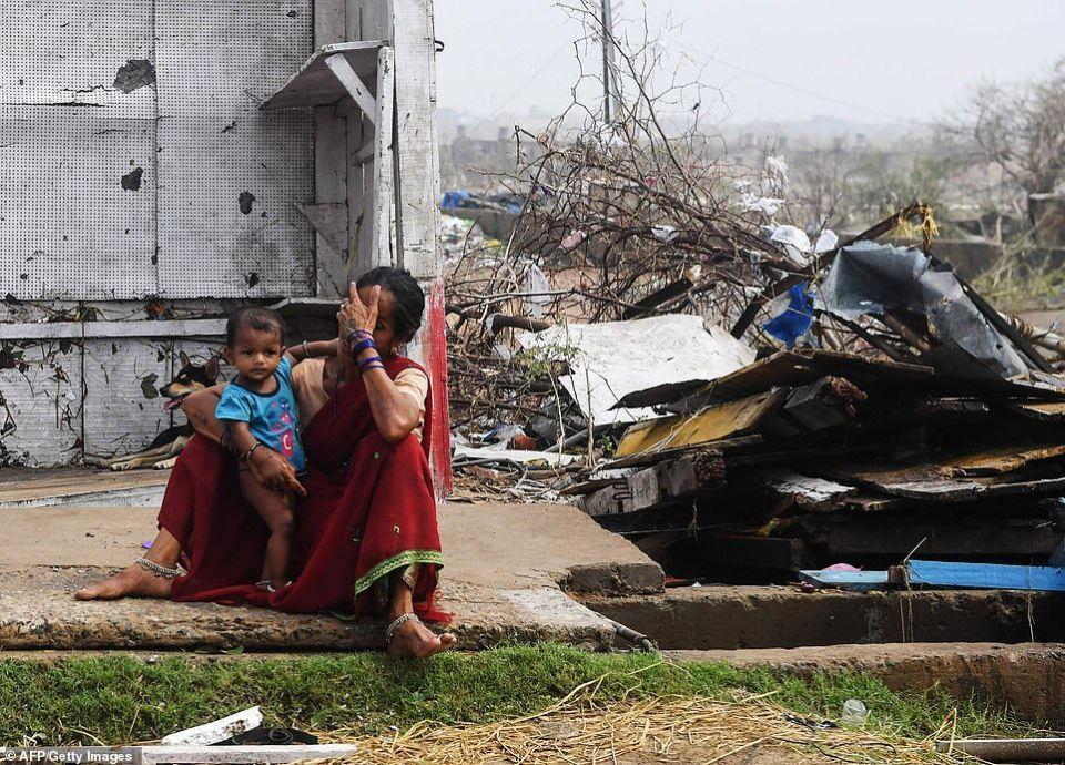 شاهد إعصار فاني يدمر آلاف البيوت ويشرد مليون في الهند