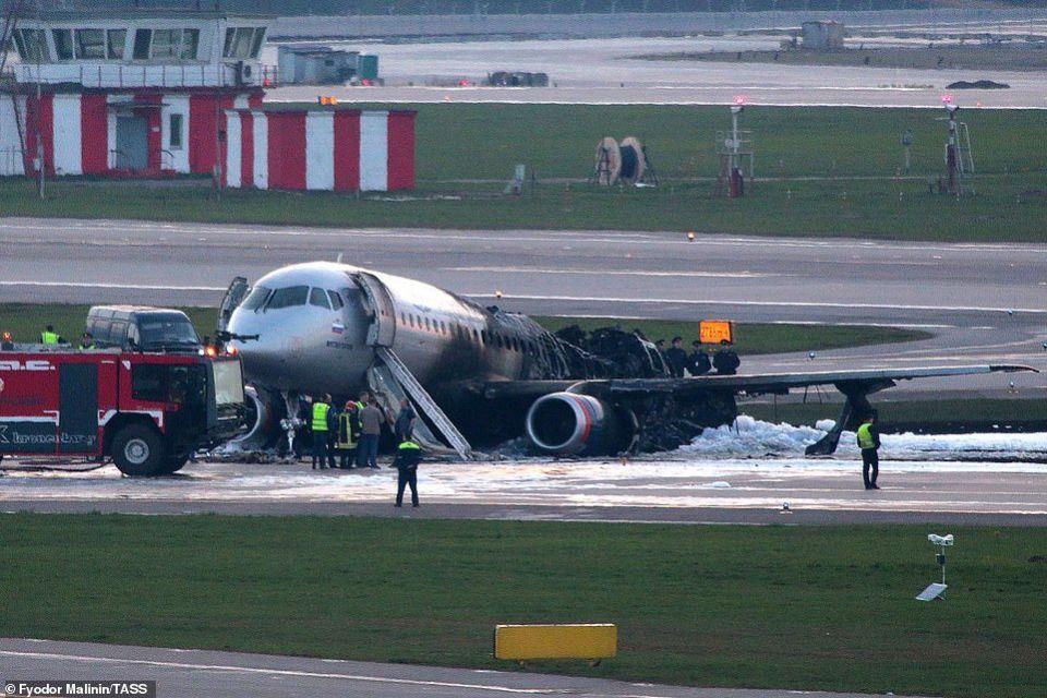 شاهد لحظات مروعة لحريق في طائرة روسية