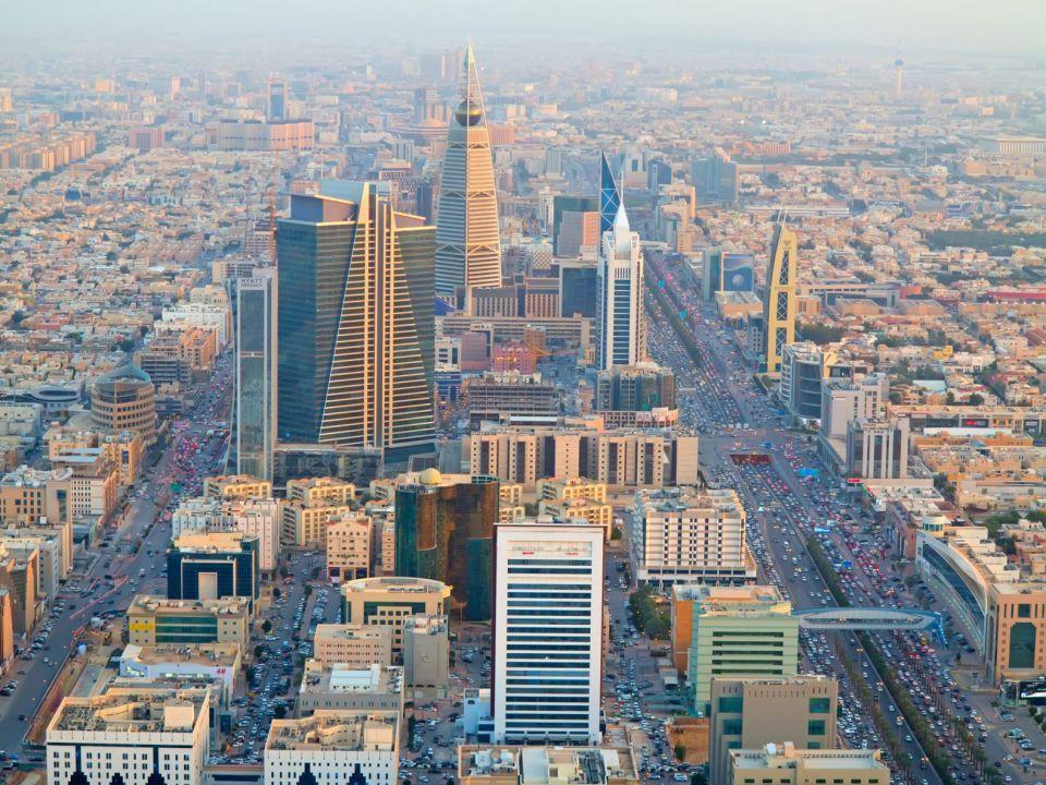 الصندوق السيادي السعودي يستثمر بشكل غير مباشر في الطرح الأولي للمراكز العربية