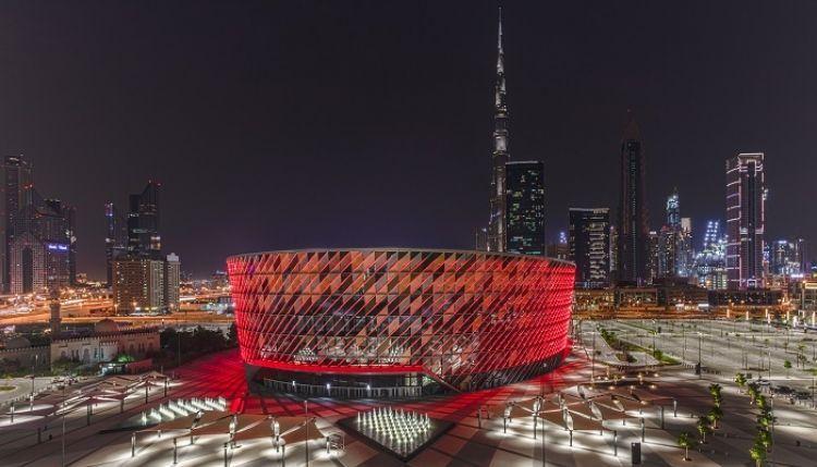 مبنى كوكاكولا أرينا في دبي يتلألأ بـ 4600 مصباح في اليوم العالمي للضوء