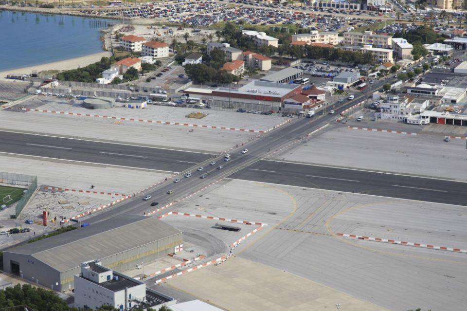 بالصور : أخطر المطارات في العالم