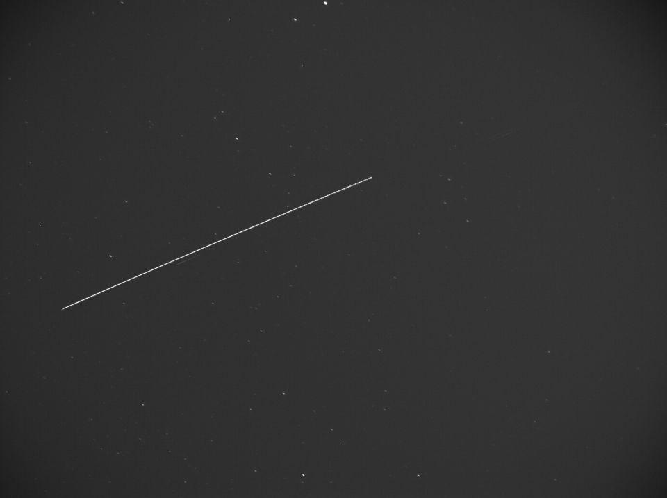 شاهد.. قطار الأقمار الصناعية ستار لينك في سماء أبوظبي