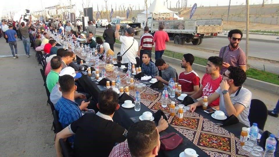 بالصور : مصر تنظّم أطول مائدة رمضانية في العالم