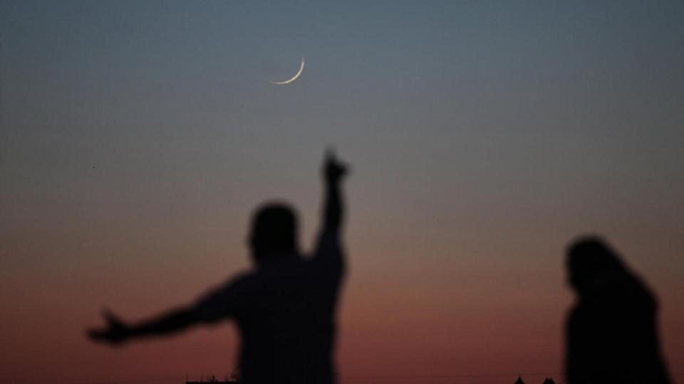 غدا الثلاثاء أول أيام عيد الفطر المبارك في السعودية والإمارات