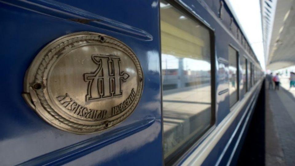 أول قطار سياحي يعبر مناطق روسية قطبية شمالية