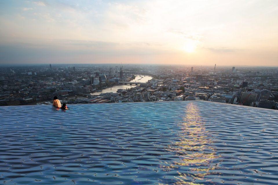 بالصور : أول مسبح بزاوية 360 درجة في العالم على سطح إنفينيتي لندن
