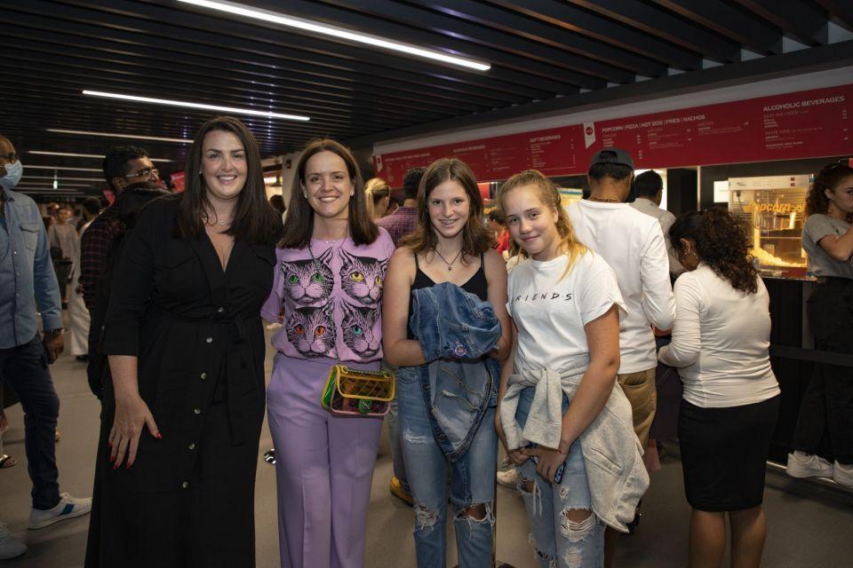 شاهد صور الكوميدي راسل بيترز في الحفل الافتتاحي لـ كوكا كولا أرينا