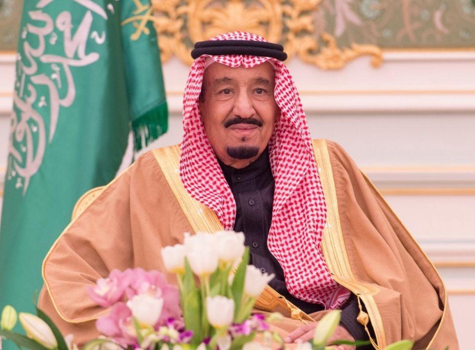 فيديو: العاهل السعودي وولي عهده يتبرعان بالملايين للإفراج عن عسكريين متعثرين