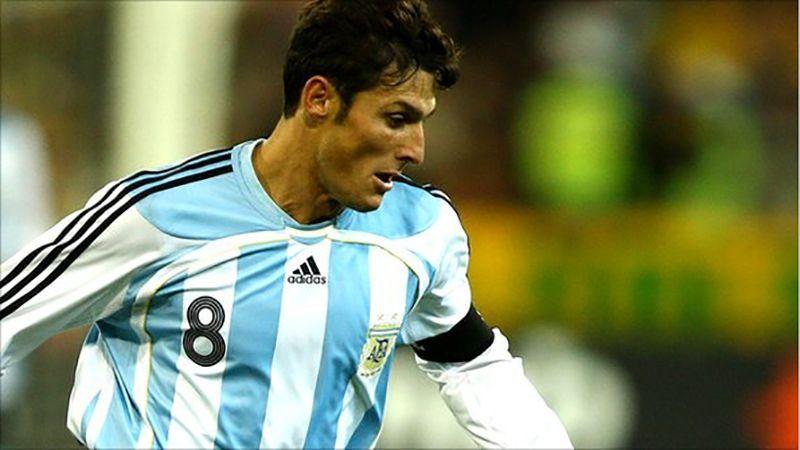 بالصور : أعظم 10 لاعبين في تاريخ الأرجنتين