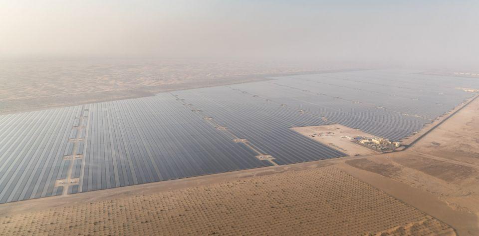 أبوظبي .. مناقصة لإنشاء أكبر محطات الطاقة الشمسية في العالم