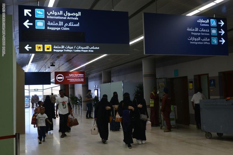 فيديو: استهداف مطار أبها وإصابة 8 سعوديين ووافد هندي