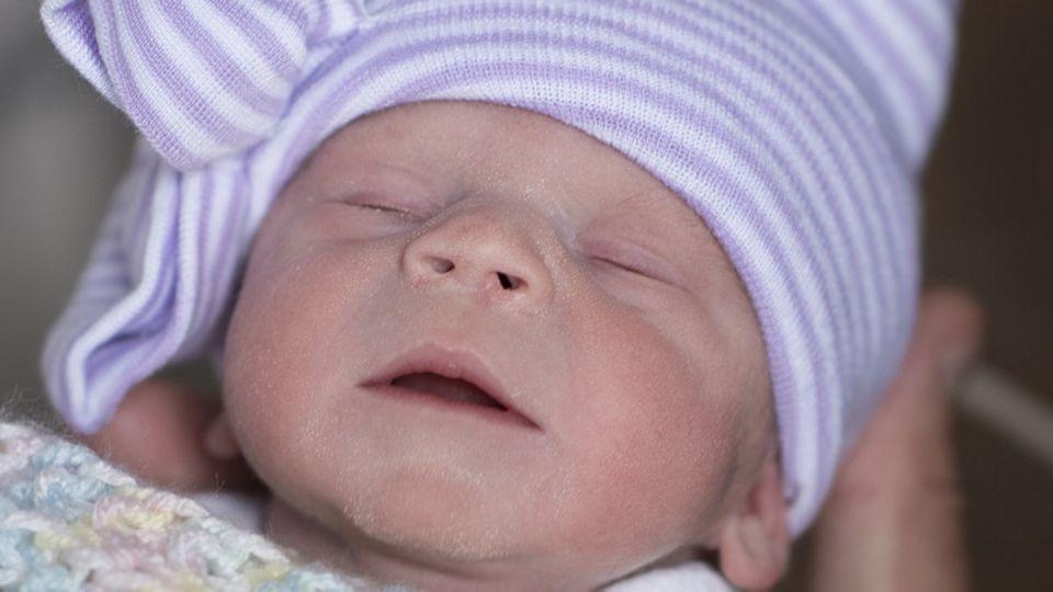 أميركا تسجل أول ولادة بـ «رحم مزروع» من متبرعة متوفاة