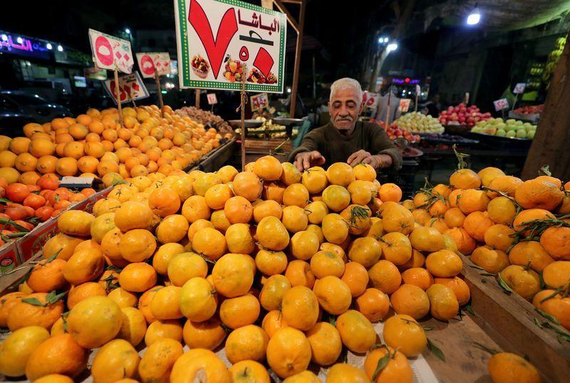 هبوط حاد للتضخم في مصر.. ولكن معاناة الفقراء مستمرة