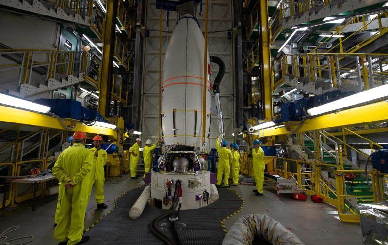الإمارات تطلق القمر الاصطناعي عين الصقر