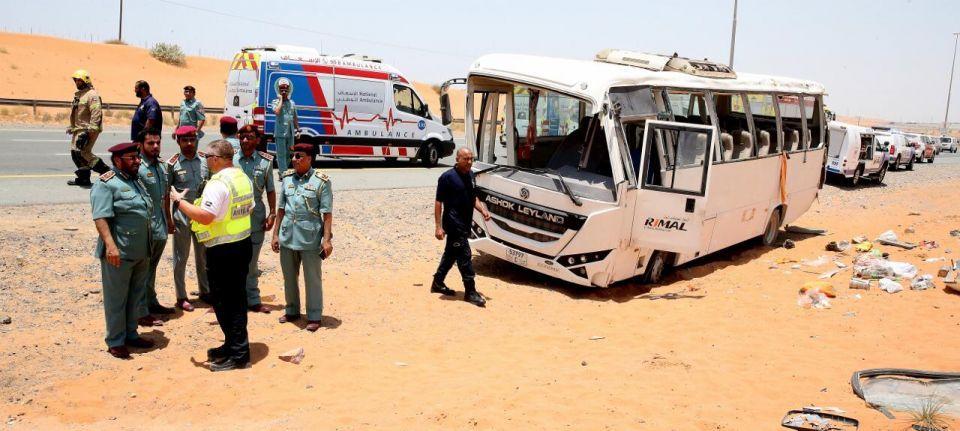 وفاة شخصين وإصابة 31 آخرين بحادث حافلة عمال في رأس الخيمة