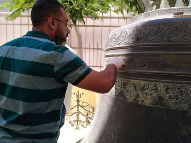 بالصور : ترميم جرس كنيسة عمره 180 عاما في الإسكندرية