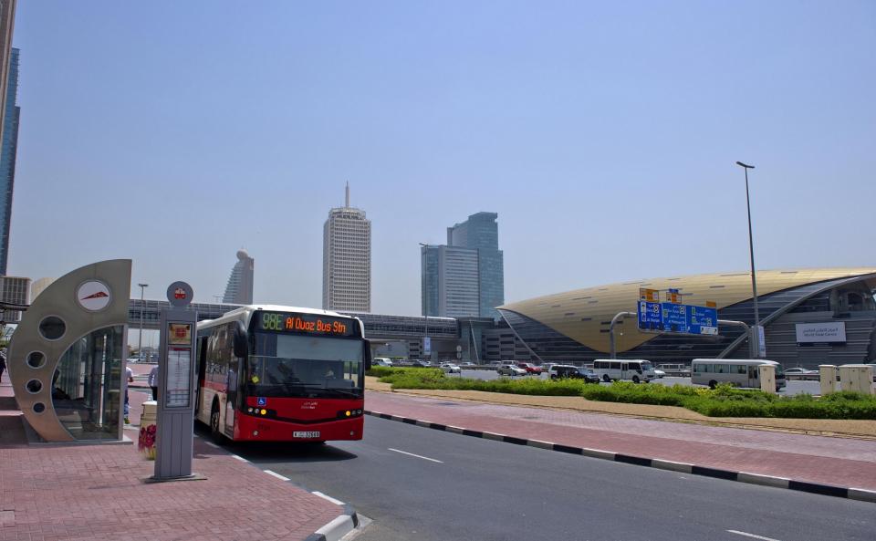 طرق دبي تطلق 3 خطوط جديدة للحافلات وتطوّر خطوطا أخرى