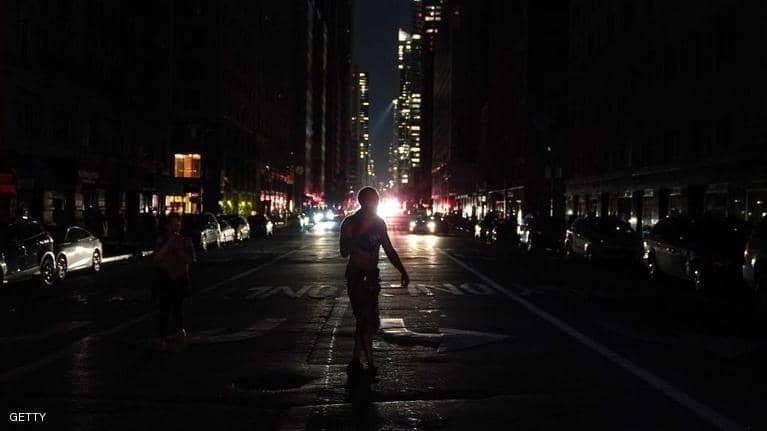 بالصور : نيويورك تغرق في الظلام