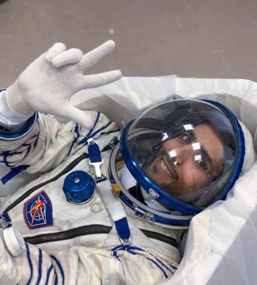 شاهد أول رائد فضاء إماراتي يتحدث عن رحلته القادمة إلى الفضاء