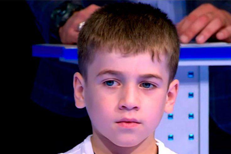 بالفيديو.. طفل يحطم رقما خياليا قياسيا في تمرين الضغط