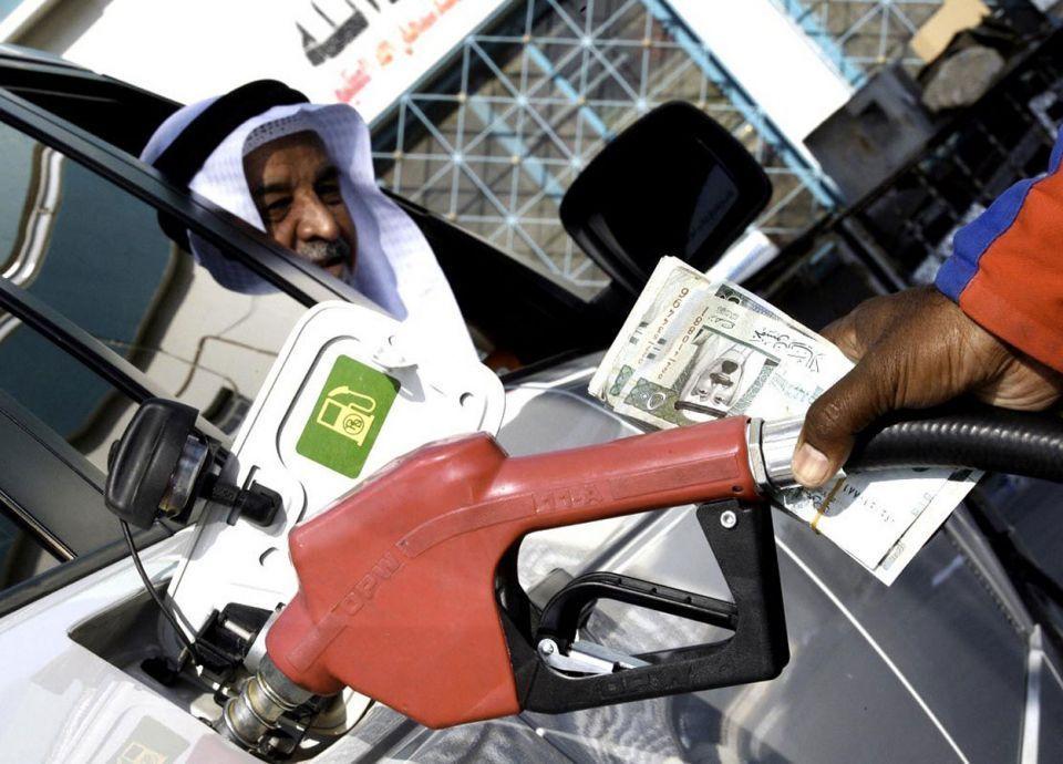 80 % من محطات الوقود السعودية تلزم بتوفير أجهزة السداد الإلكترونية