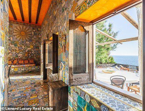 شاهد بالصور:  منزل دولتشه وغابانا في جزيرة سترومبولي للبيع، فهل هربا خوفا من البركان؟