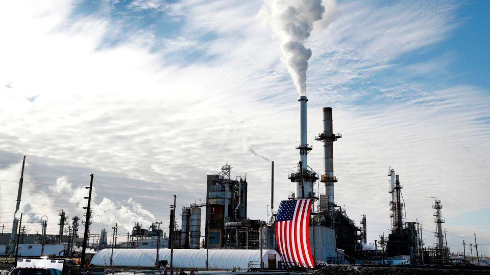 أسعار النفط ترتفع رغم تعثر الطلب