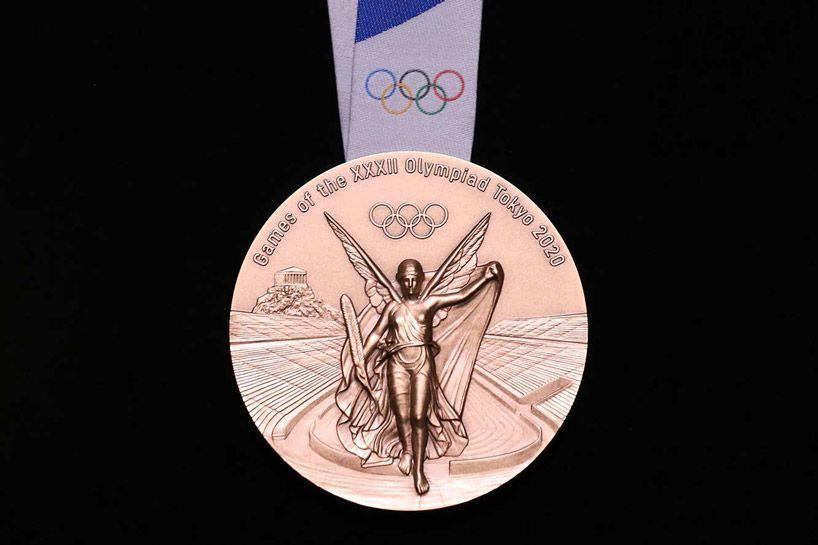 بالصور : ميداليات أولمبية مصنوعة من معادن هواتف معاد تدويرها في طوكيو