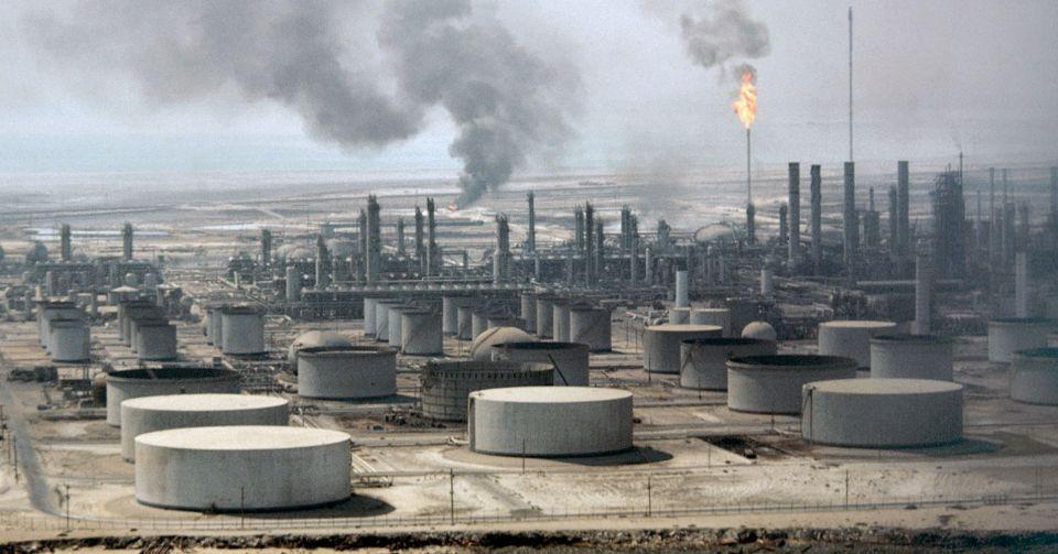 النفط فوق 65 دولارا مع انخفاض المخزون الأمريكي