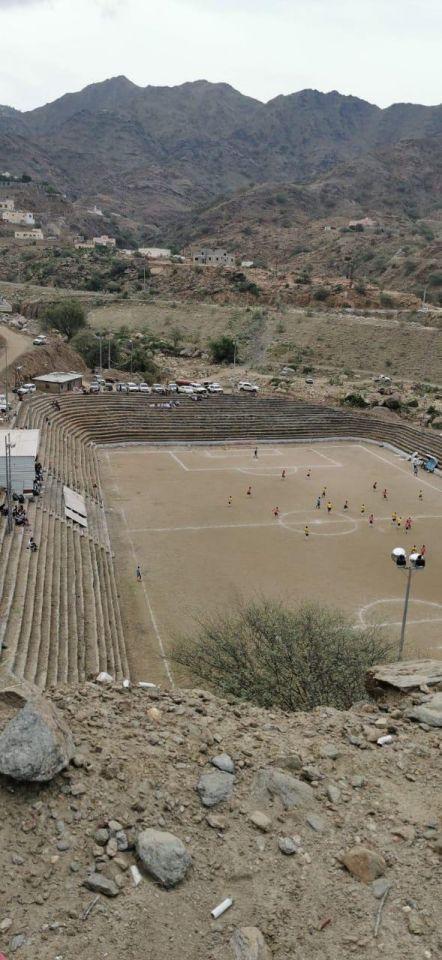 بالصور : أول ملعب منحوت في الجبال بالمملكة