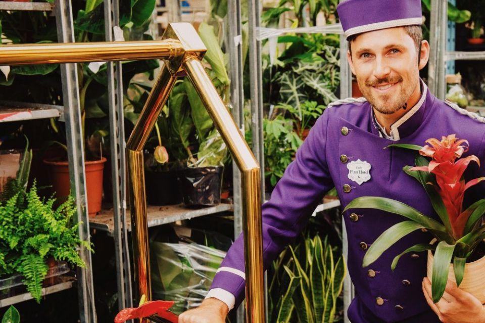 بالصور : أول فندق بالعالم للنباتات المنزلية