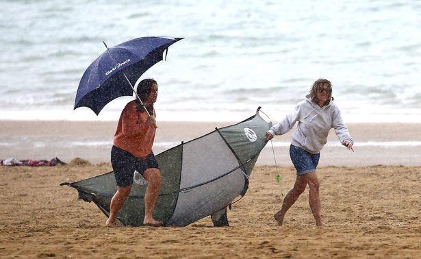 بالصور : عاصفة تضرب بريطانيا