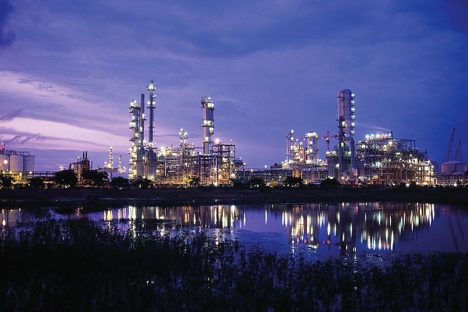 أسعار النفط ترتفع تأثرا بالحديث عن زيادة تخفيضات أوبك