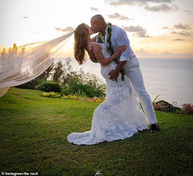 شاهد صور زفاف ذا روك دوين جونسون في هاواي