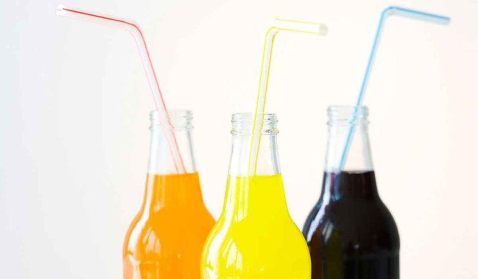 الصحة الإماراتية تشيد بضريبة «المشروبات المحلاة» الجديدة