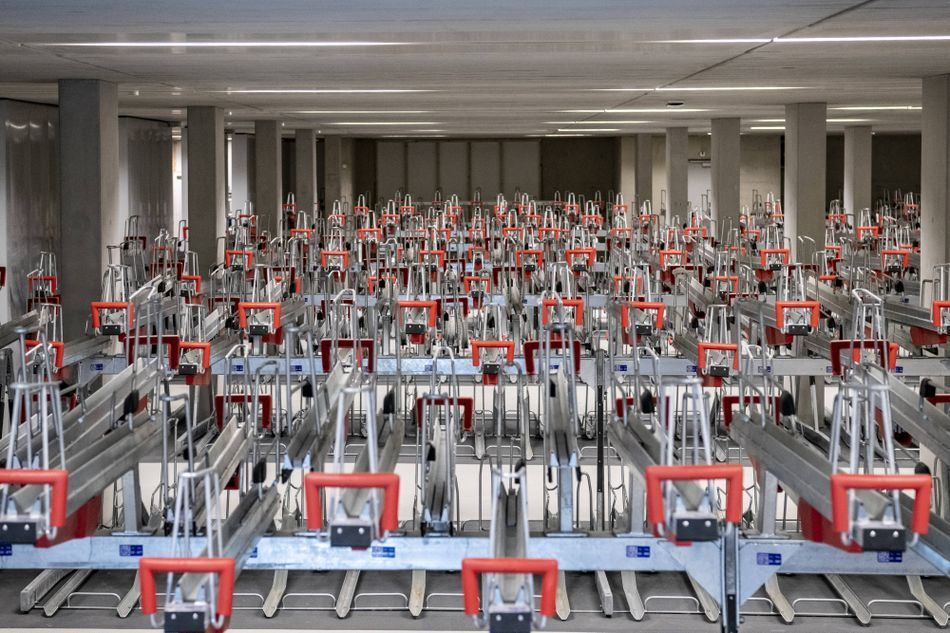 بالصور : أكبر مرآب للدراجات في العالم أصبح أكبر