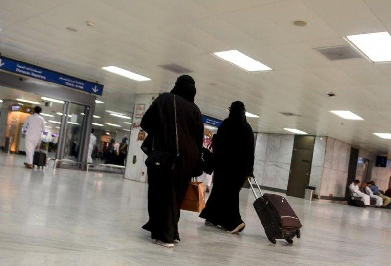 1000 سعودية يغادرن المملكة خلال ساعات قليلة من تطبيق إسقاط الولاية