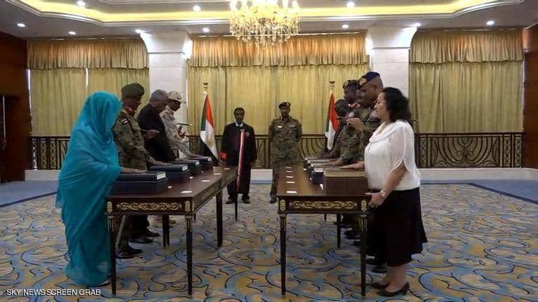 بالصور : البرهان يؤدي اليمين الدستورية رئيسا لـ السيادي السوداني