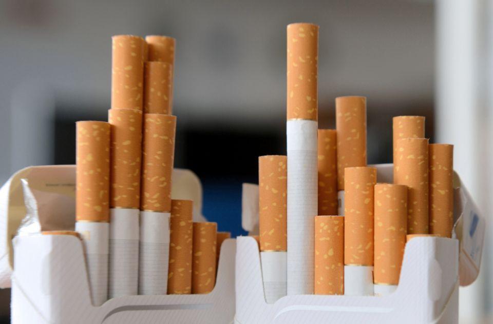 بدأ منع استيراد السجائر التي لا تحمل أختاماً ضريبية بالسعودية