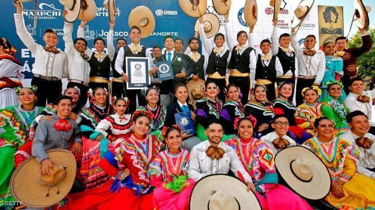 بالصور : أكبر رقصة فولكلورية في العالم