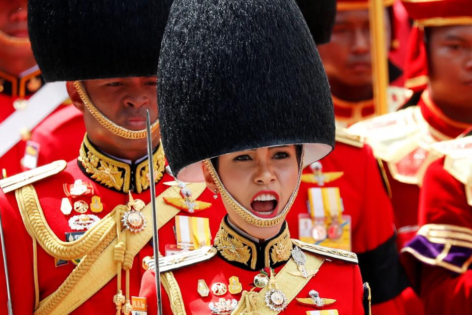 شاهد.. صور جريئة لزوجة ملك تايلاند الجديدة!