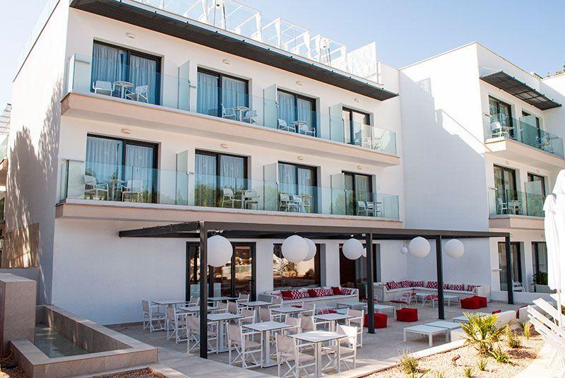 بالصور : أول فندق للنساء فقط في إسبانيا