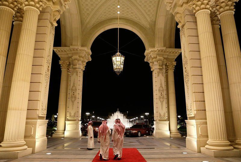 كاتب يطالب بـ «ريتز كارلتون جديد».. حملة ضد الفساد الثاني في السعودية