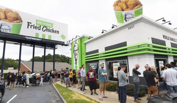 """شاهد الإقبال الهائل على """"دجاج نباتي"""" من مطعم كنتاكي كي اف سي"""