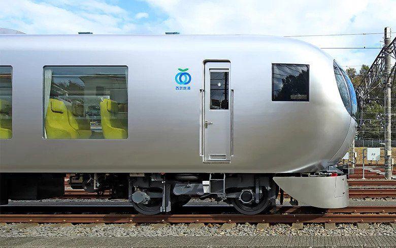بالصور : قطار ياباني فائق السرعة