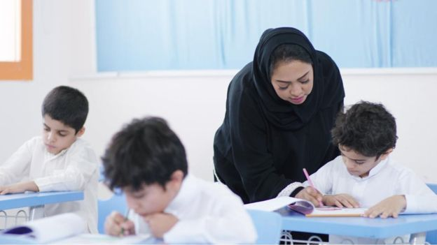 لأول مرة في السعودية.. فيديو يظهر دمج الصفوف الأولية للبنين والبنات في المدارس الحكومية