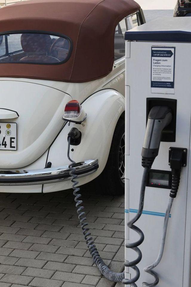 بالصور : الخنفساء تتحول إلى سيارة كهربائية