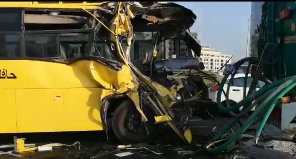 دبي: إصابة 15 طالبا بحادث حافلة مدرسية وصهريج